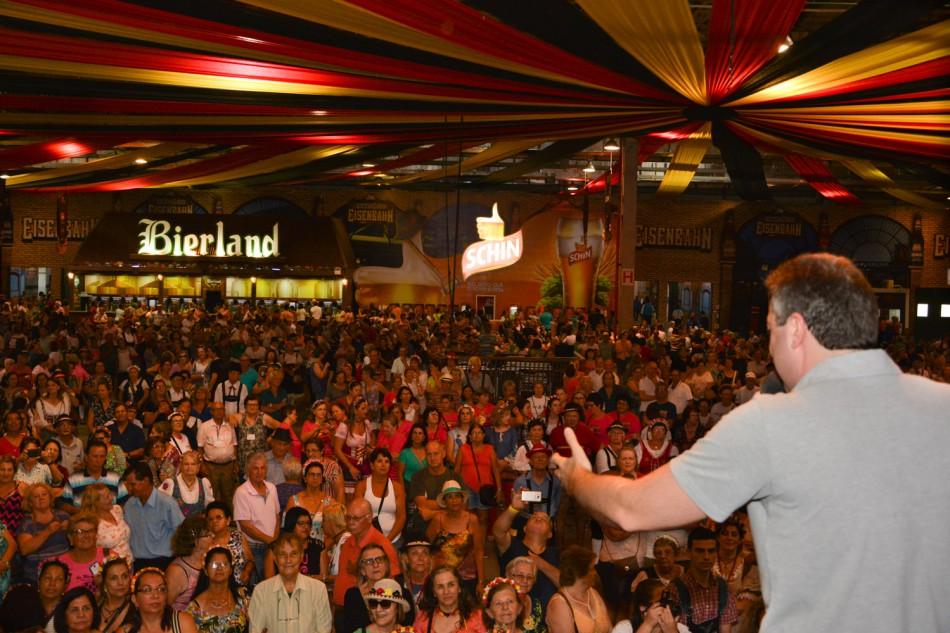 Oktoberfest da Terceira Idade reúne mais de sete mil pessoas