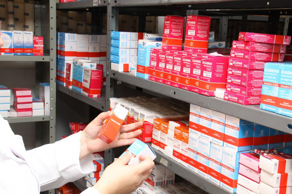 Farmácia Solidária faz dispensação gratuita de medicamentos doados