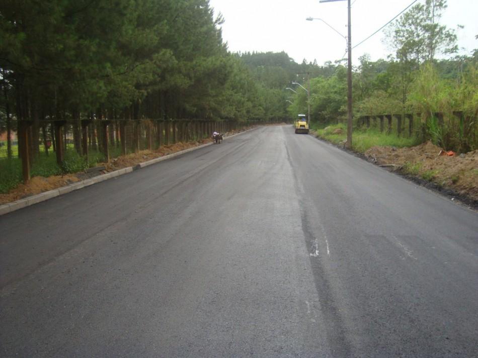 Rua Ewaldo Jansen recebe primeiro trecho de asfalto