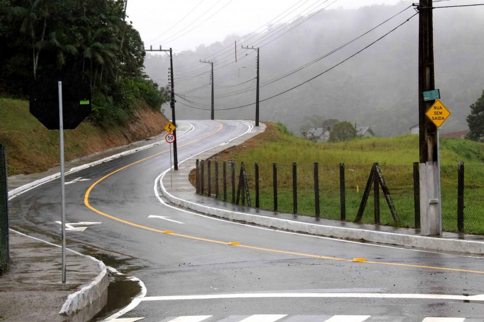 Prefeitura entrega asfalto na Vila Itoupava
