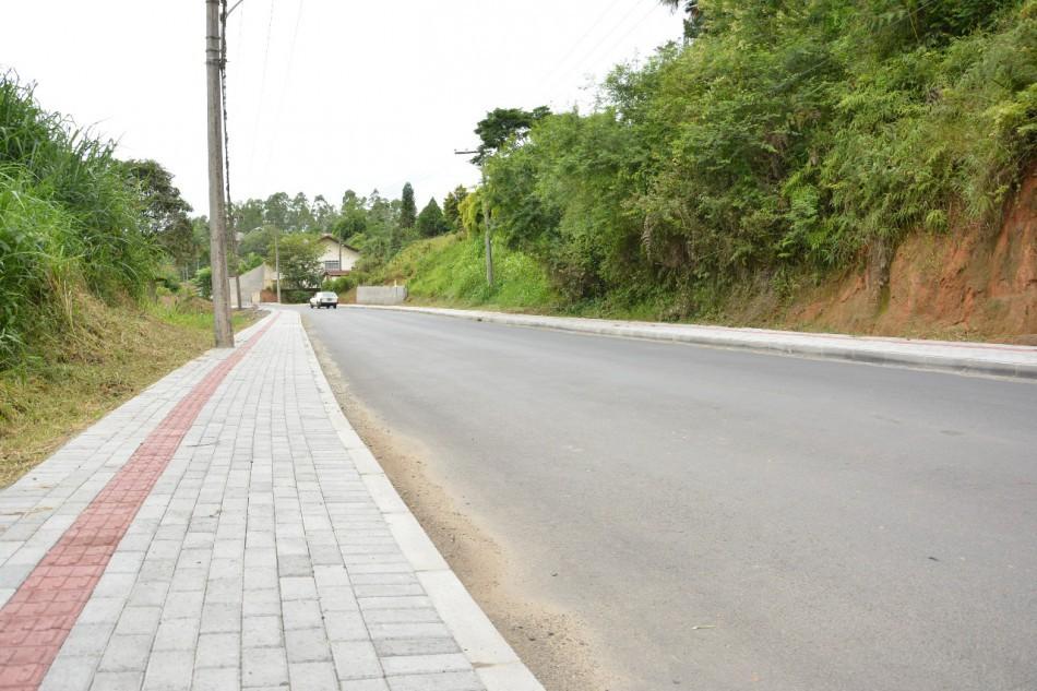 Avançam as obras de pavimentação da Rua Bernardo Scheidemantel