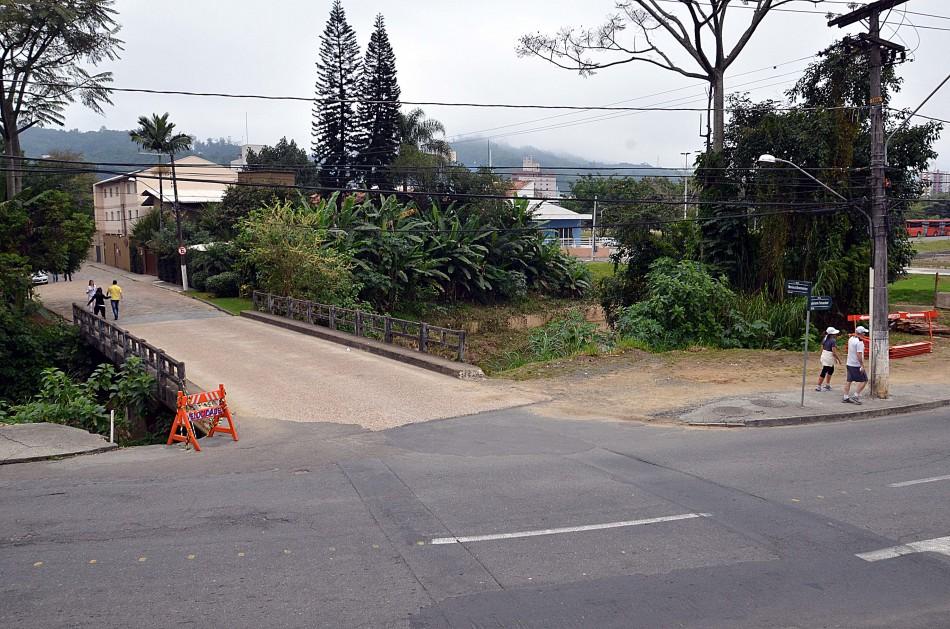 Trânsito é alterado para início das obras na Rua Bernardo Reiter