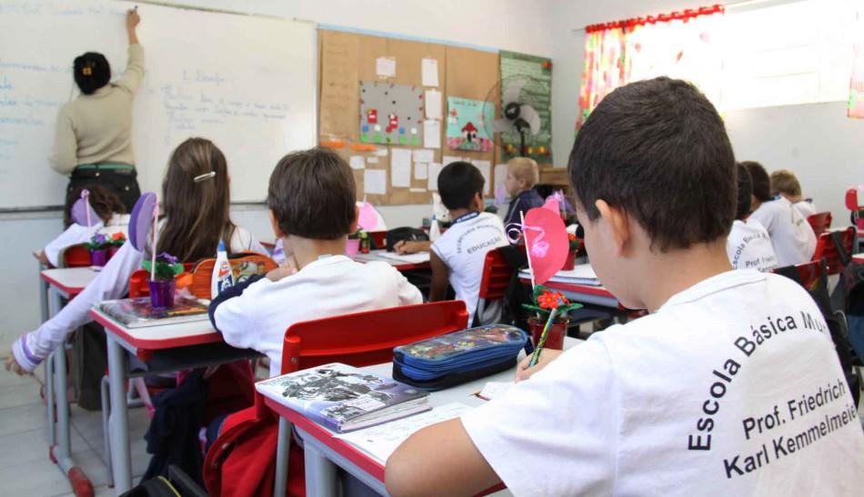 Pais podem matricular filhos na rede municipal de ensino a partir de segunda