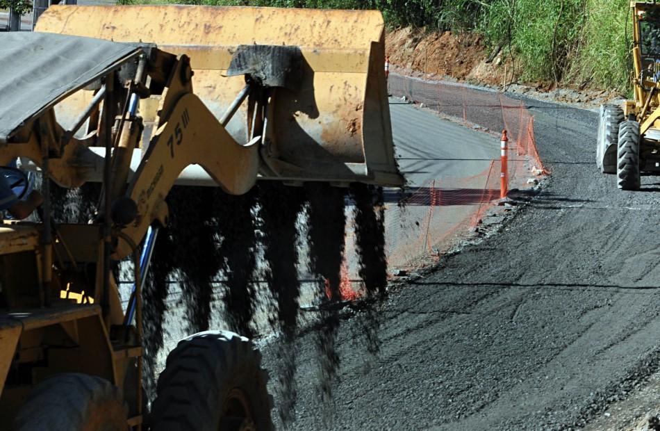 Primeiro trecho da Rua Bahia já tem asfalto removido