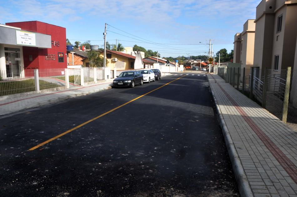 Prefeitura conclui pavimentação asfáltica no bairro Fidelis