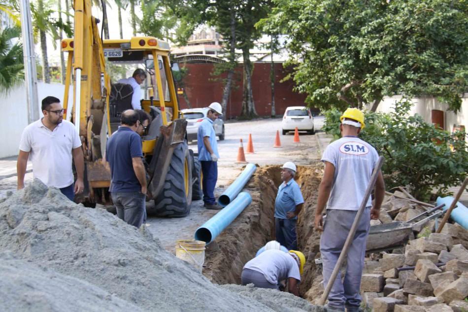 Comitiva acompanha obras de implantação das redes de água