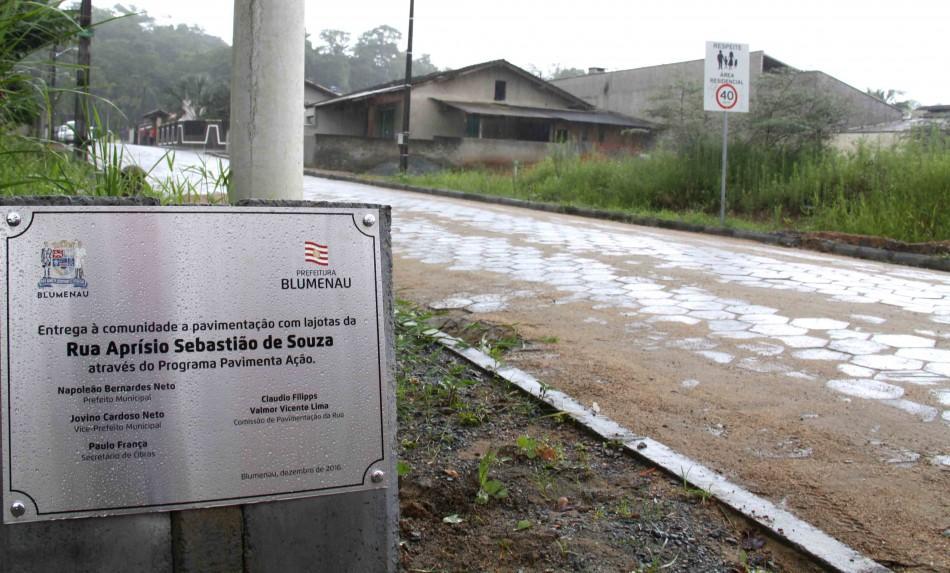 Prefeitura contempla 850 metros de novas pavimentações nos bairros