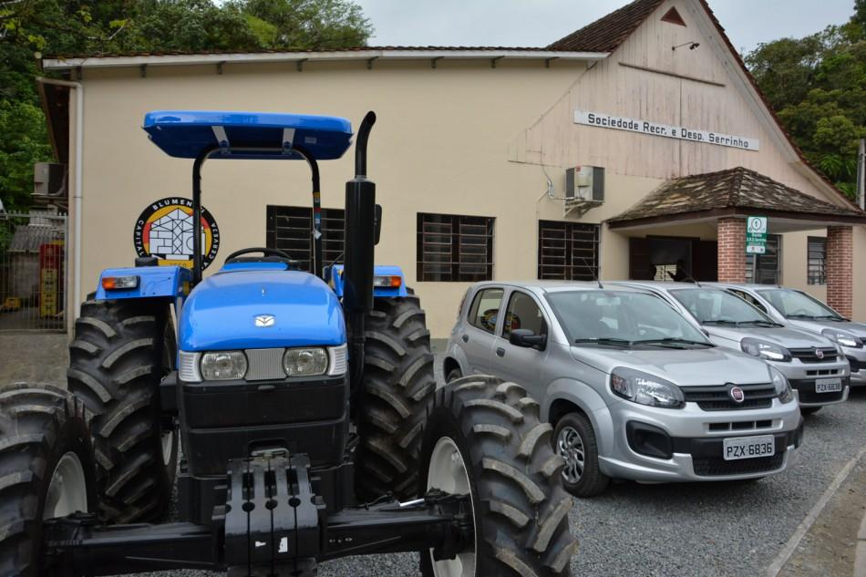 Agricultores do município são contemplados com veículos novos