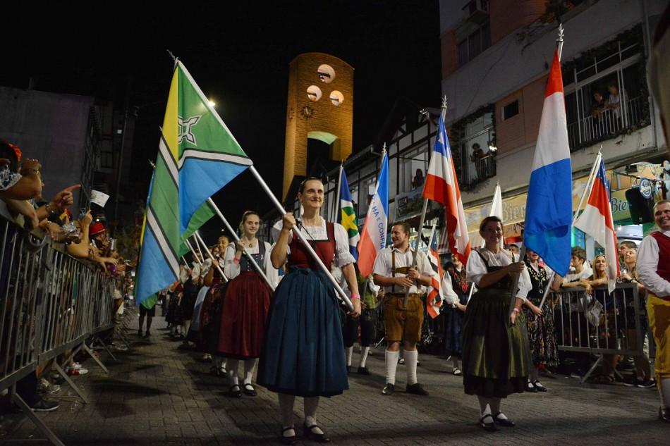 Trânsito terá alterações nesta quarta para o desfile da Oktoberfest