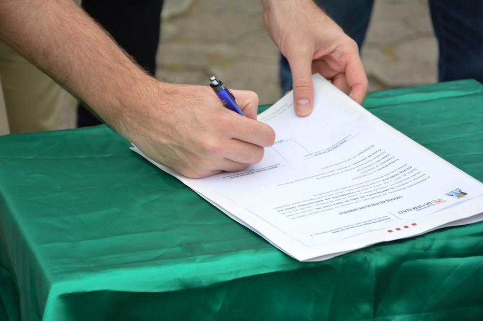 Prefeito assina contrato para construção do novo AG da Escola Agrícola
