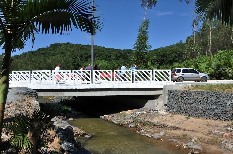 Nova ponte da Vila Itoupava facilita acesso à Massaranduba
