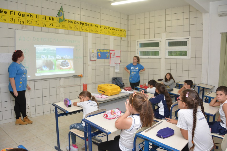 Workshop ensina inglês para alunos da EBM Annemarie Techentin