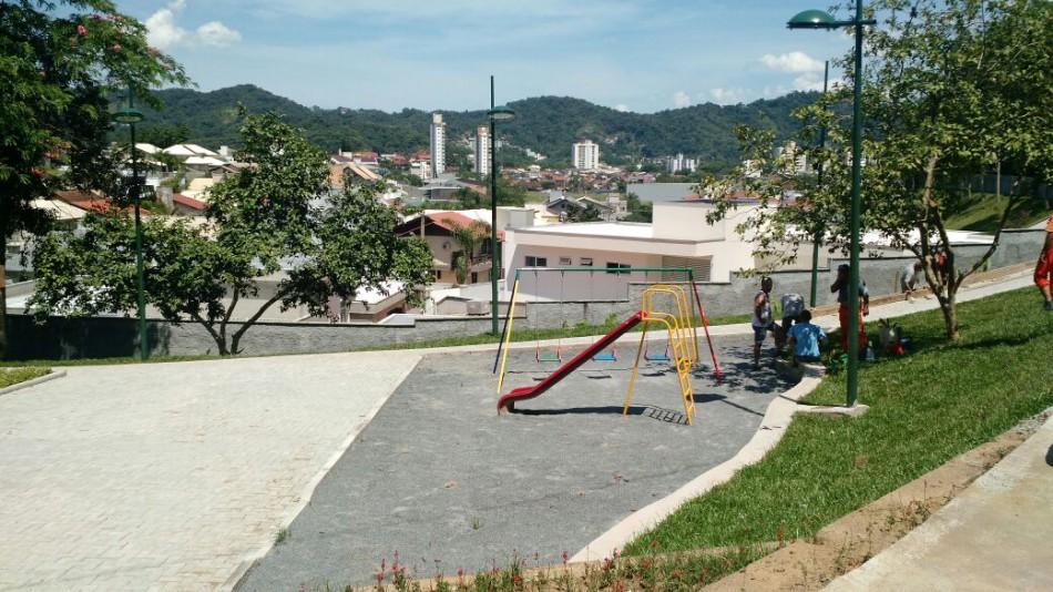 Bairro Itoupava Norte recebe nova praça