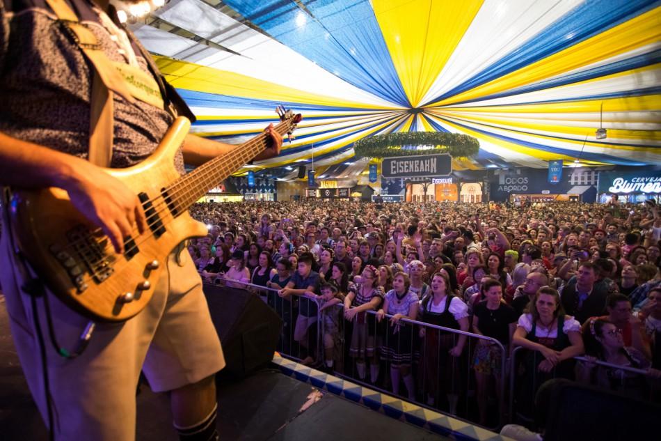 36ª Oktoberfest Blumenau celebra as tradições alemãs em estilo tipicamente brasileiro