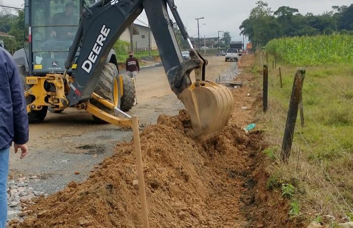 Samae inicia implantação de 2.200 metros de redes novas na rua Carlos Krueger