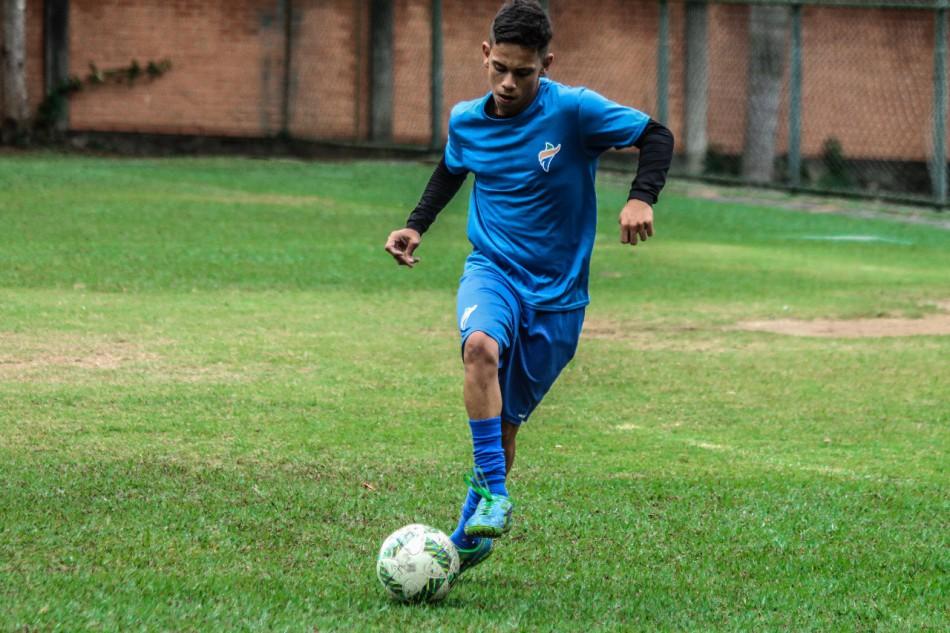 67042bd0e2 O paratleta Lucas Tiago Corrêa foi convocado para defender a Seleção  Brasileira que vai disputar o Campeonato Mundial Sub-19 de futebol de sete  para ...
