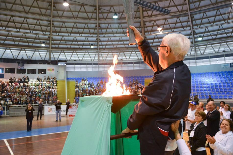 Idosos participam dos Jogos da Terceira Idade de Blumenau ... 18bf9664bbd58