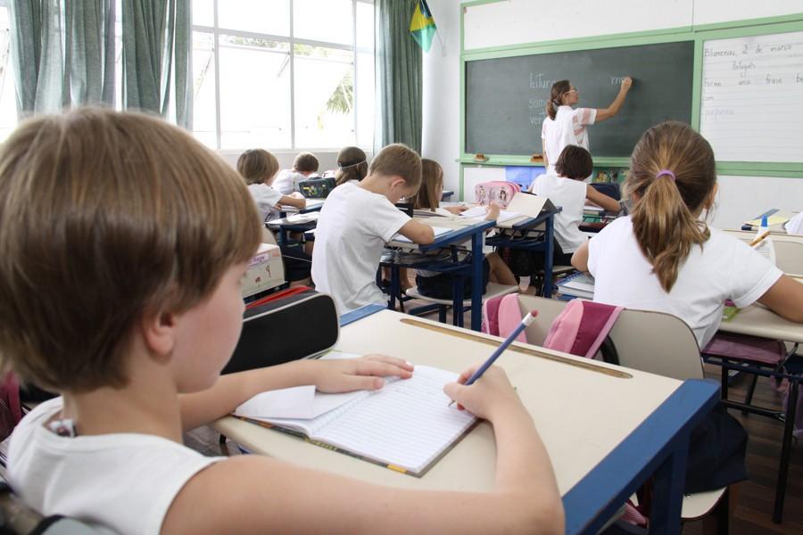 Saúde e Educação atuam juntas nas rematrículas da rede municipal