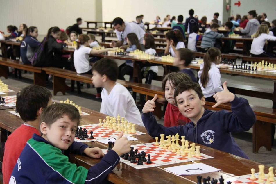 Jogos escolares de xadrez reúnem estudantes na Vila Germânica - Prefeitura  de Blumenau 9ae7f9dce98ac