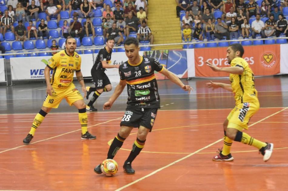 Blumenau Futsal FMD vence primeiro jogo das quartas de final do ... dd2523753174d
