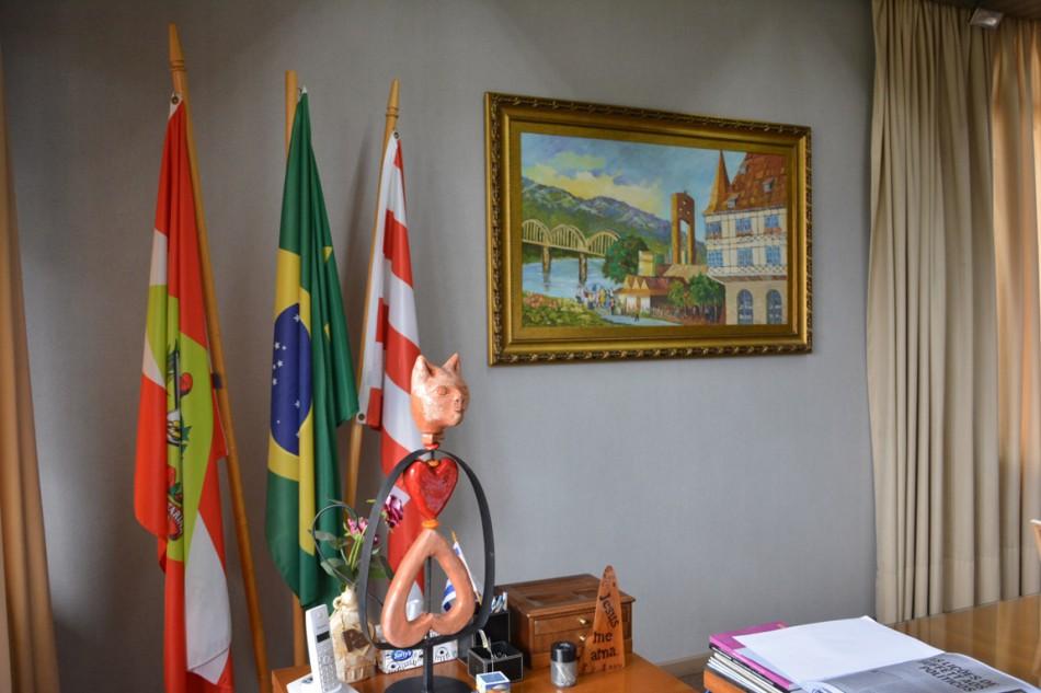 Gabinete do Prefeito recebe obras do MAB - Prefeitura de