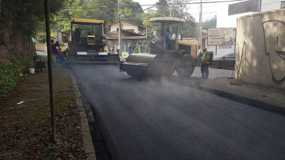 Prefeitura conclui pavimentação na Rua Vitório Alcântara e na Via Expressa