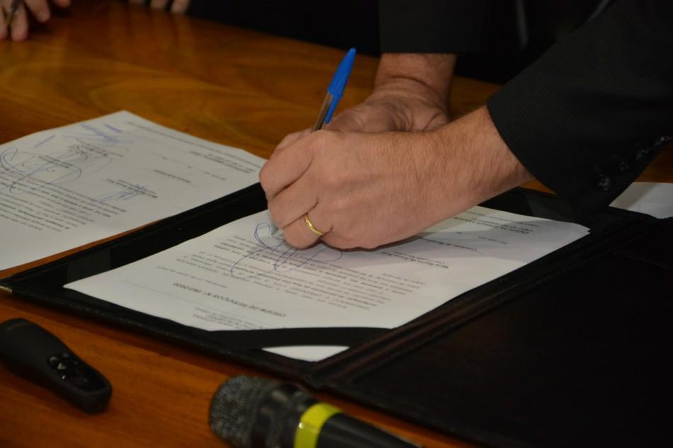 Prefeito assina ordens de serviço para obras de mobilidade em três regiões de Blumenau