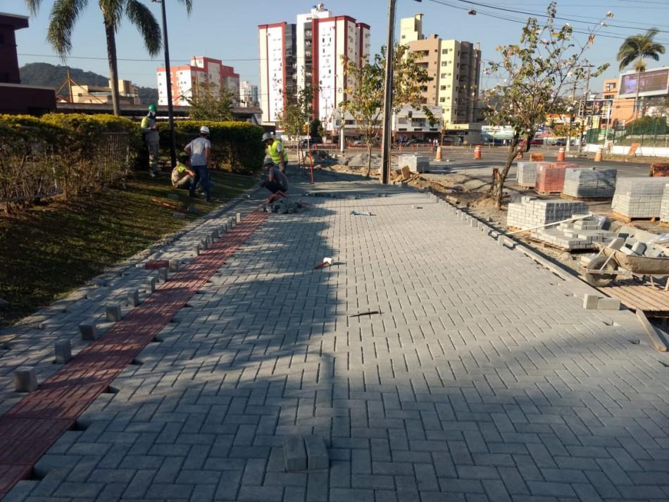 Rua Humberto de Campos ganha novas calçadas