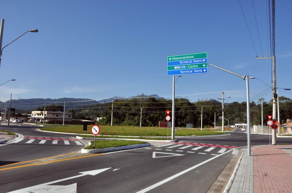 Concluída sinalização da rotatória da Rua Dr. Pedro Zimmermann