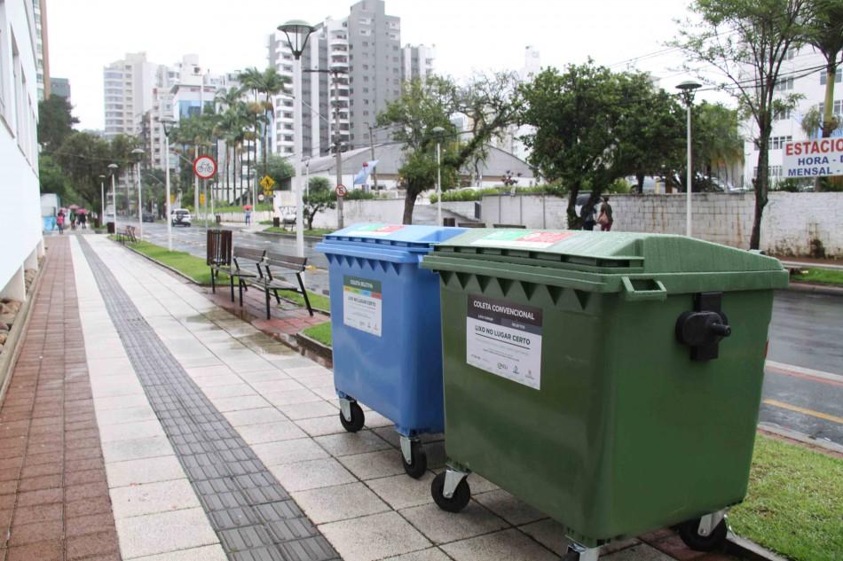 Corredores de serviço passam a receber contêineres para coleta de lixo