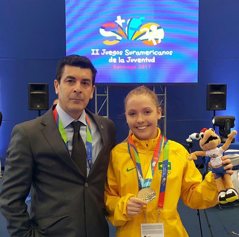 b6313565e8 A blumenauense Vitória Sarmento Leite fez história nos Jogos Sul-Americanos  da Juventude. Ela foi a primeira karateca da cidade a conquistar uma  medalha de ...