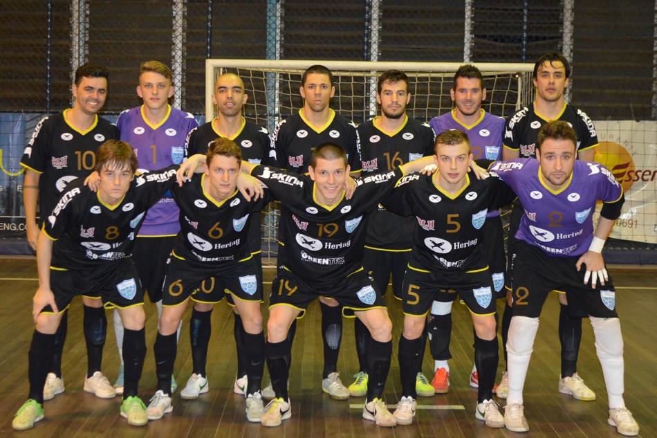 Mais notícias parecidas com Blumenau vence e fica mais perto da final do  Estadual de Futsal bcbab6d813a0b