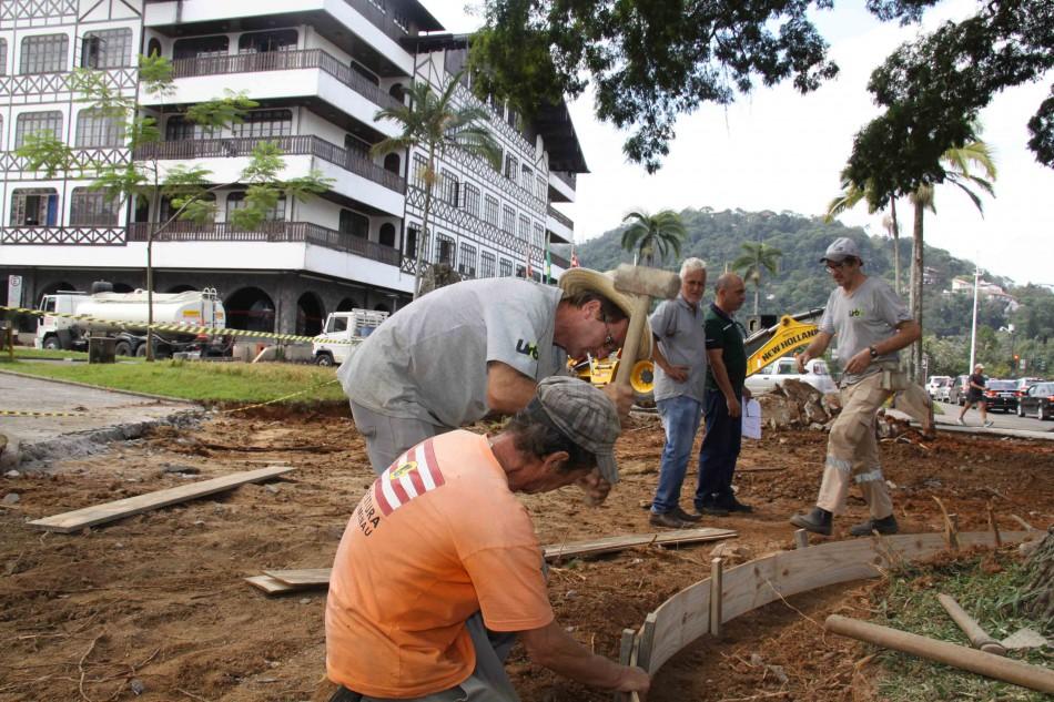0ba062ec8 Prefeitura executa melhorias na Praça Victor Konder - Prefeitura de ...
