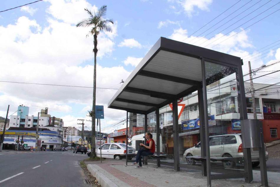 Instalação dos novos abrigos de ônibus deve ser concluída até fevereiro