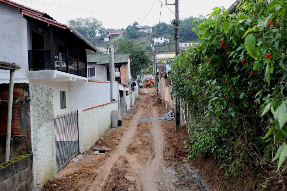 Quase pronta a drenagem da Rua Maurino Valentim Jacinto