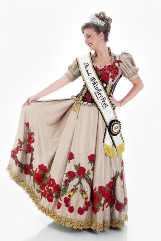 b28f7d6403 O Parque Vila Germânica e a Secretaria Municipal de Turismo e Lazer  (Sectur) fecharam uma parceria com a Furb para a criação do traje da  realeza da ...