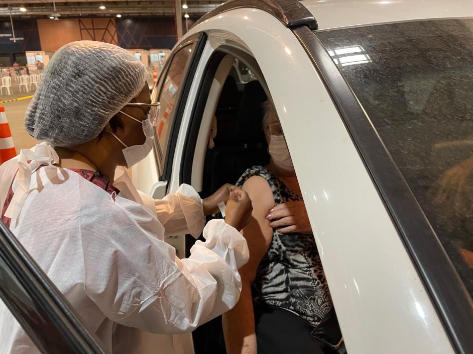 Pessoas com comorbidades estão sendo vacinadas em Blumenau