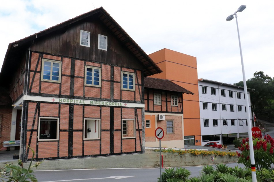 Prefeito e secretário municipal de saúde visitam Hospital Misericórdia da Vila Itoupava