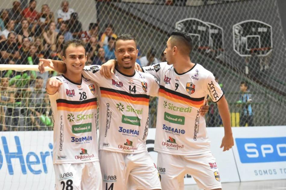 e5b886194f018 Goleada coloca Blumenau Futsal em terceiro lugar na Liga Nacional ...