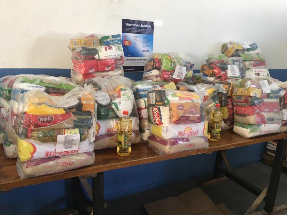 Prefeitura recebe doação de alimentos de cooperativa