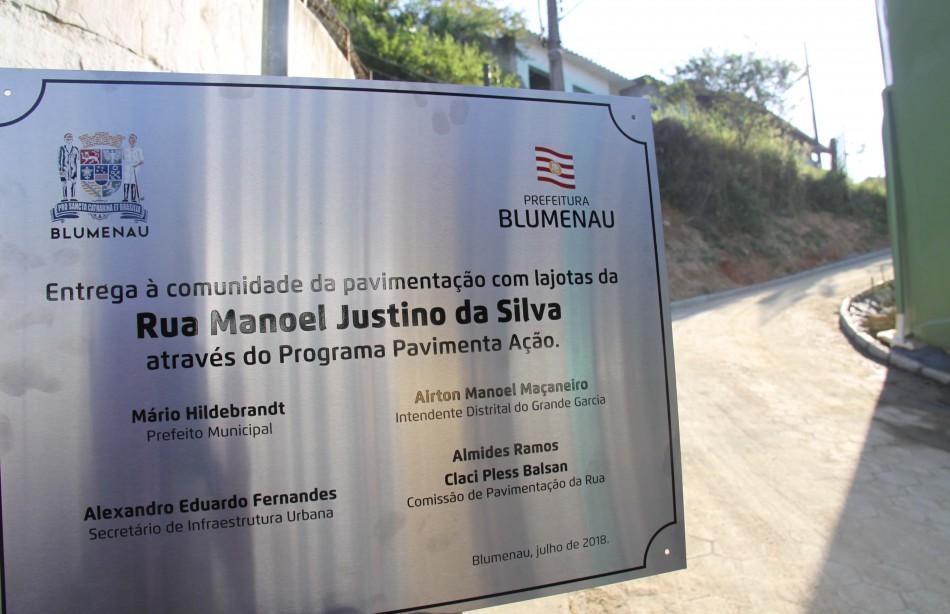 Prefeitura entrega pavimentação da Rua Manoel Justino da Silva