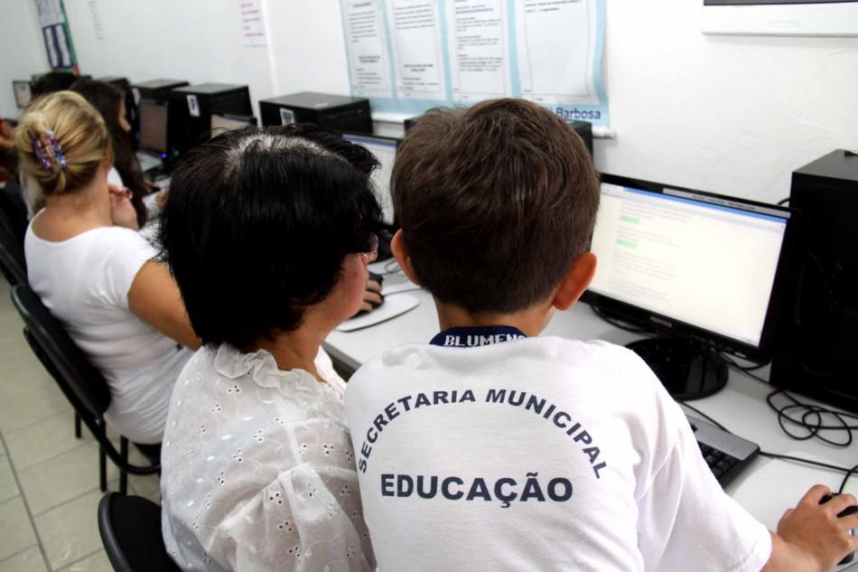 Rede municipal de ensino de Blumenau passa por avaliação institucional