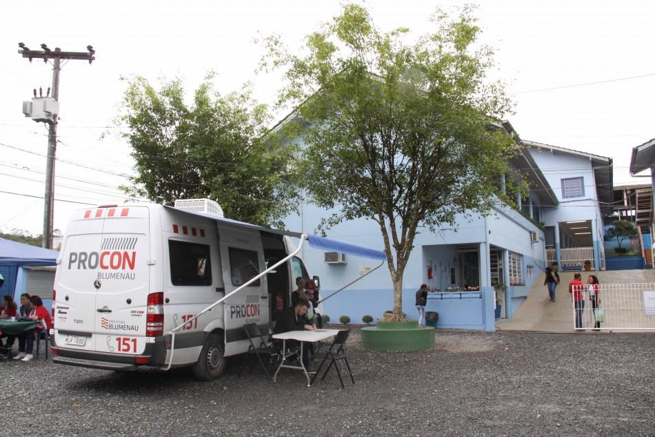 Procon Móvel registra mais de quatro mil atendimentos no município